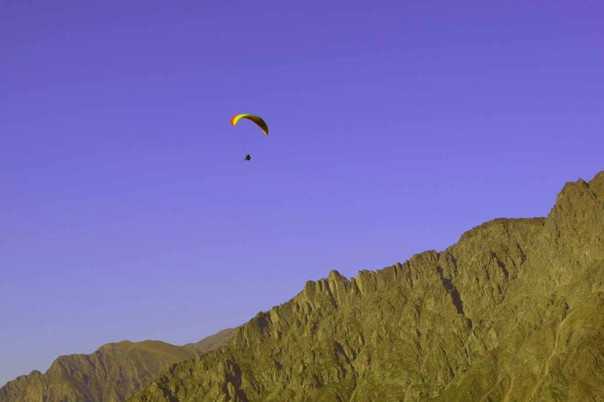 Lucky guy .. enjoying the paragliding ;)